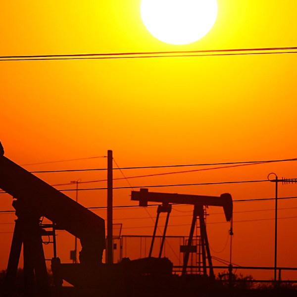 oil rig sunset86754391-159532