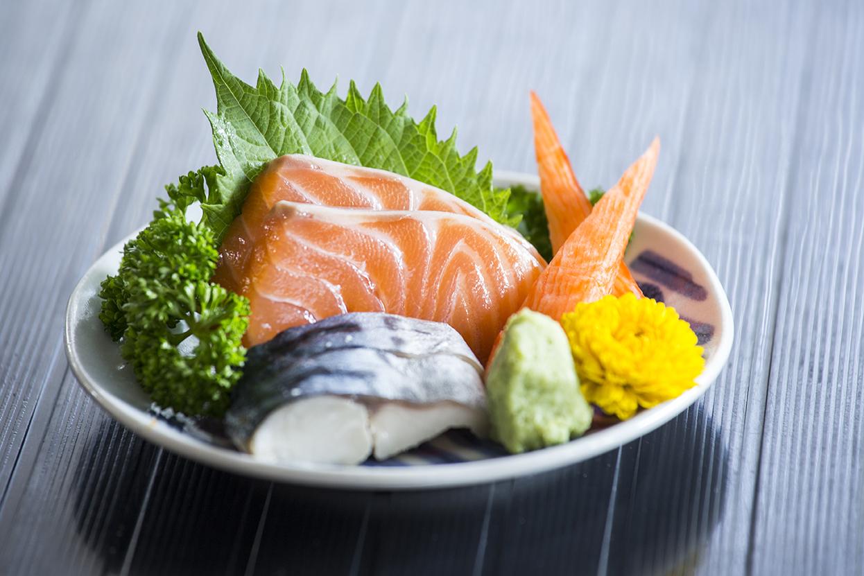 sashimi-japanese-food_HDGla_eu3Gg_1532700658295.jpg