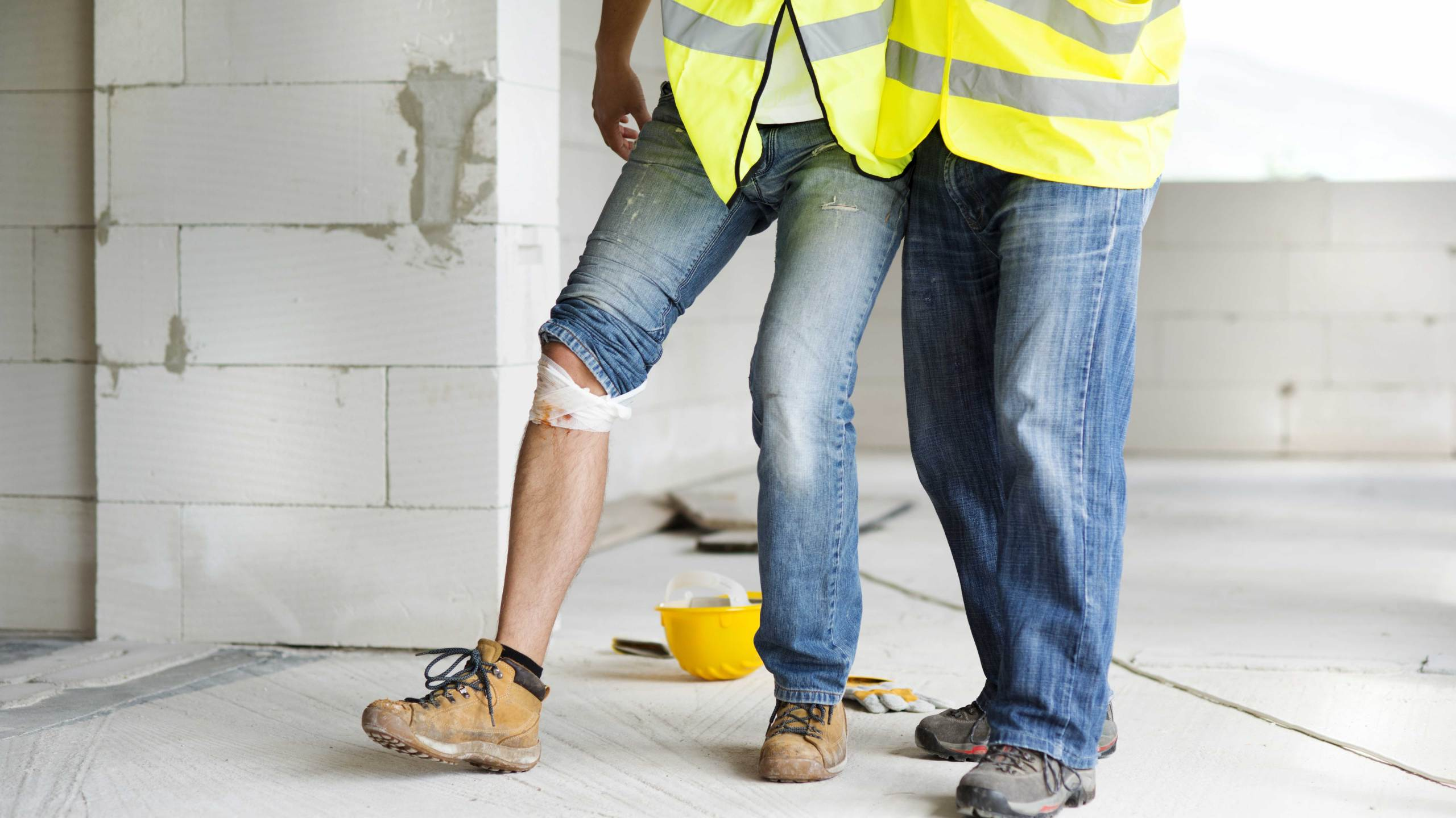 graphicstock-construction-worker-has-an-accident-while-working-on-new-house_BC-PGwCcZ-_1534538945734.jpg