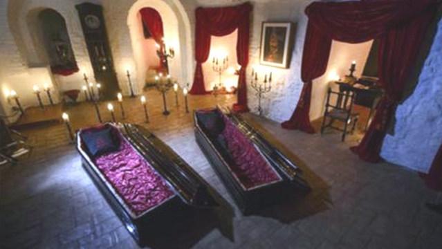 r-draculas-castle-coffins_35340348_ver1.0_640_360_1537800711099.jpg