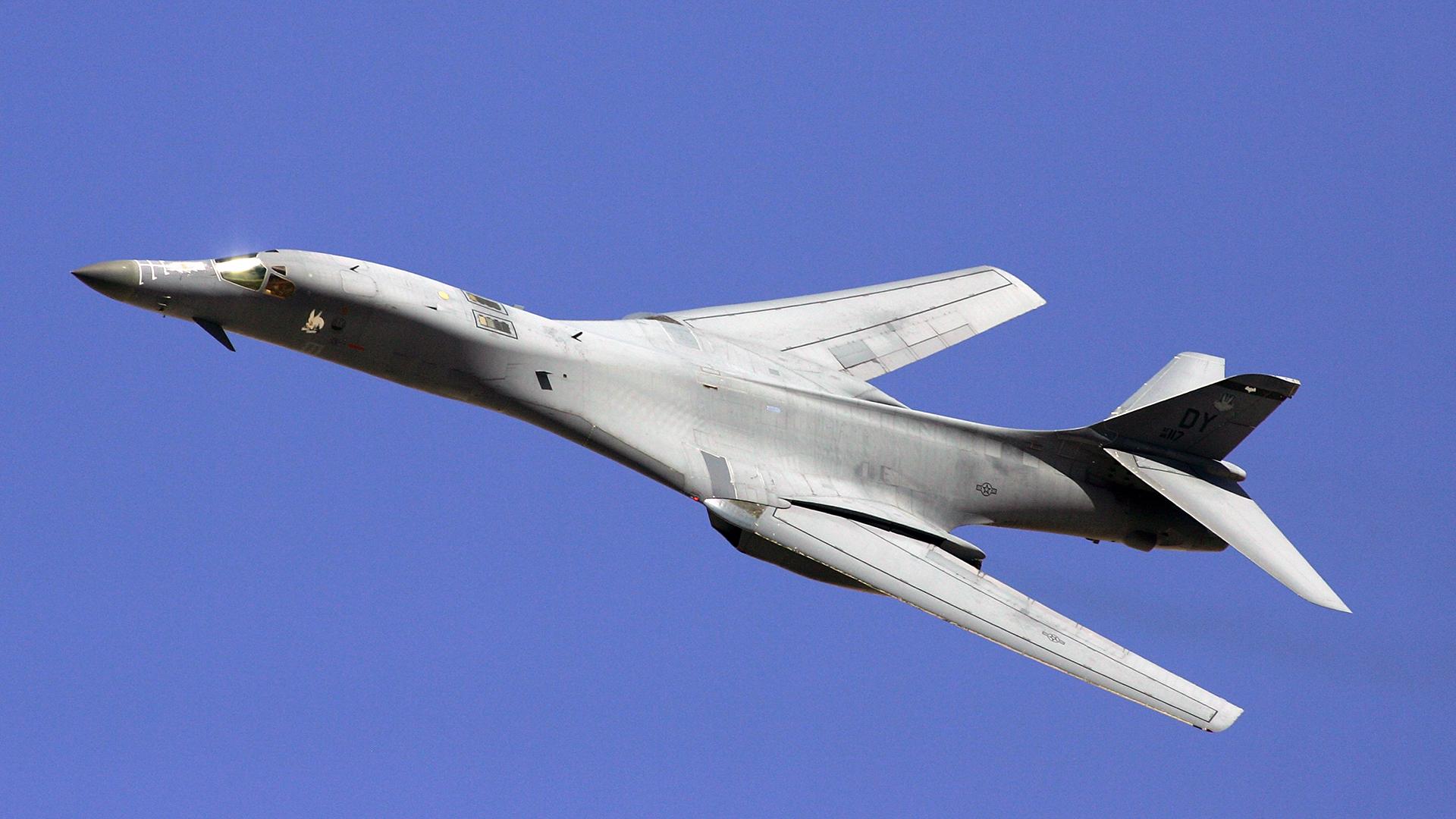B-1 Lancer Bomber flying-159532.jpg61749549