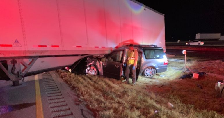 1 dead after SUV gets trapped under 18-wheeler in Nolan Co